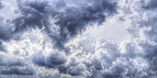 天気にまつわる英語のイディオム20選☆テストがそよ風ってどういう事?