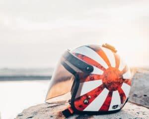 電動キックボードのヘルメットはいらない?